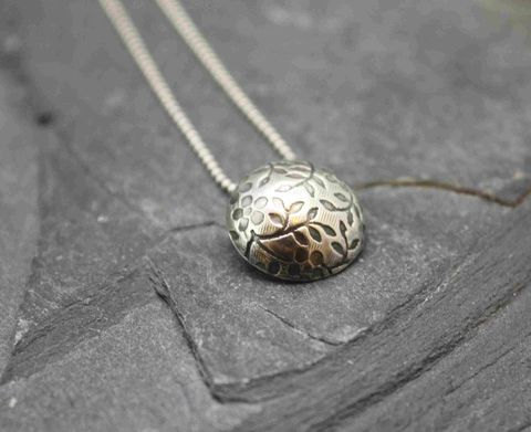 Daisy,necklace,floral, daisy, flowers handmade jewelry, metalsmith, silversmith, handmade silver jewelry, sterling silver jewelry, villain accessories