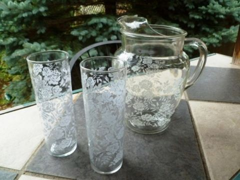 Vintage,Libbey,Iced,Tea,Pitcher,and,Glass,Set,,White,Rose,Pattern,set,of,3,vintage pitcher and glass set, Iced tea glasses, Tom Collins glasses, Libbey glassware, rose pattern, white rose covered glasses, Paris Chic, Cottage,shabby chic