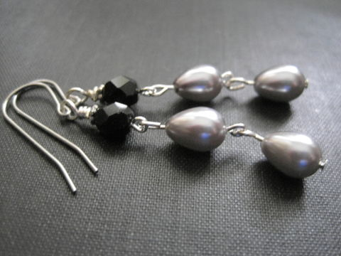Silver,Teardrop,Pearl,Black,Jet,Dangle,Earrings,silver, teadrop shape, gray pearls, grey, pearl, black, jet, dangle earrings, faceted glass beads, vamps jewelry, handmade, antique silver