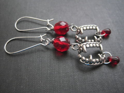 Vampire,Teeth,Fang,Dangle,Earrings,,True,Blood,Thirst,Halloween,vampire fang earrings, vampire teeth dangle earrings, vampire fang teeth earrings, bite me, vamps jewelry, gothic vampire earrings, gothic, red, silver, fangs, fang, vamp, halloween, cosplay jewelry, true blood, twilight, vampire diaries, dark shadows, ha