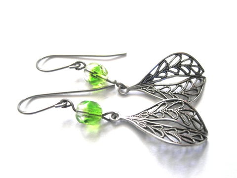 Filigree,Green,Glass,Leaf,Dangle,Earrings,,Ox,Silver,Victorian,silver, filigree leaf, leaf, filigree, green, glass beads, dangle earrings, antique silver, handmade, vamps jewelry