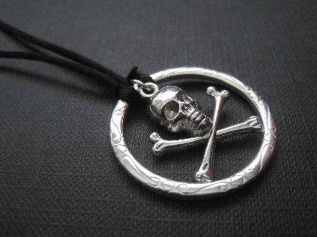 Skull crossbones pirate cord necklace vamps jewelry gothic skull crossbones pirate cord necklace vamps jewelry gothic victorian jewelry aloadofball Gallery
