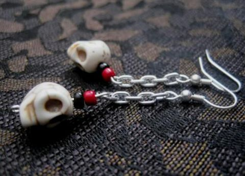White,Howlite,Magnesite,Skull,Chain,Dangle,Earrings,Gothic,White Howlite Magnesite Skull Chain Dangle Earrings Gothic