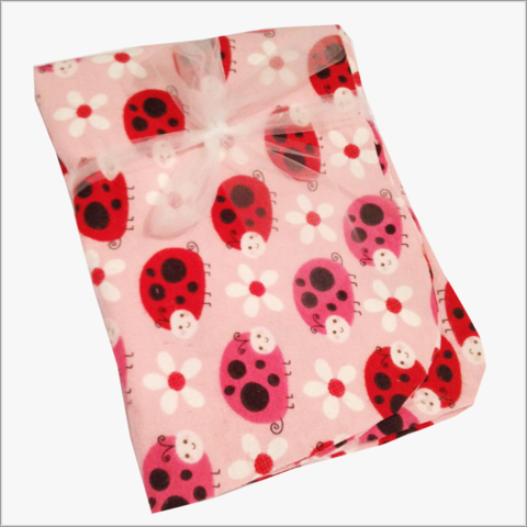 Red,and,Pink,Ladybugs,on,Flannel-,daisy,flowers,Ladybugs blanket, red ladybugs, pink ladybugs, newborn blanket, daisys, baby girl, baby shower gifts