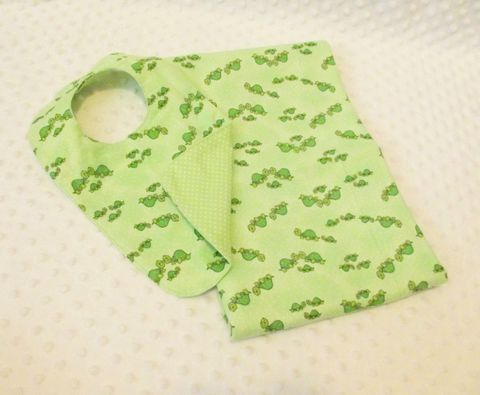 Baby,Turtle,bib,and,receiving,blanket,set,in,Green,Turtle baby gifts, newborn turtle receiving blanket, turtle bib, baby shower gift ideas