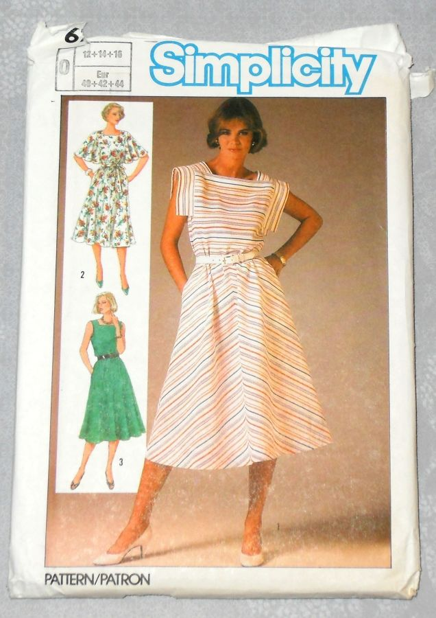Summer Dress w Sleeve Options 1980s Pattern. Sleeveless, Flutter Sleeve, Flange Sleeve. Bias Skirt. - product images  of