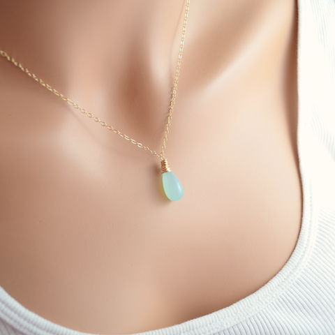 Smooth,Chalcedony,Necklace,in,Aqua,and,Gold