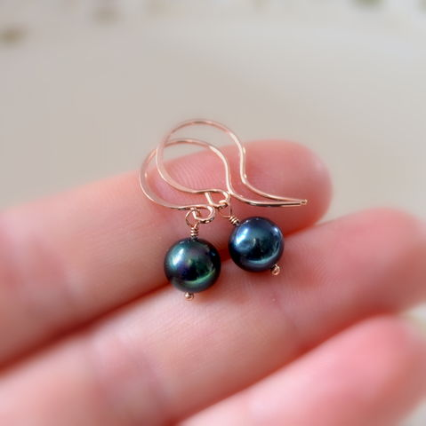 Black,Pearl,Drop,Earrings,in,Rose,Gold,jewelry, black, pearl, earrings, freshwater, peacock, rose gold, simple, classic, drop