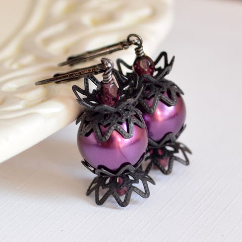 Halloween,Earrings,in,Purple,and,Black,Halloween earrings, Halloween jewelry, purple earrings, glass pearl earrings, black earrings