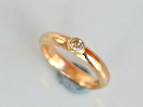 Traditional,18k,wedding,ring,with,diamond,Weddings,Jewelry,Ring,beatriz_fortes,simple_wedding_ring,contemporary_jewelry,18k_yellow_gold,gold_wedding_ring,eco_friendly,diamond_ring,diamond_wedding_ring,classic_wedding_ring,recycled_gold,classic_gold_ring,comfort_fit_ring,rounded_wedding_ring,18k y