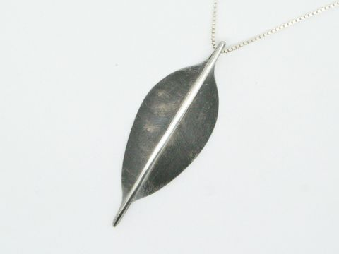 Leaf,Pendant,Jewelry,Metalwork,sterling_silver,beatriz_fortes,contemporary_jewelry,recycled_silver,ecofriendly,leaf_pendant,sterling_silver_leaf,silver_pendant,modern_pendant,oxidized_silver,brushed_silver_leaf,black_and_silver,minimalist_leaf
