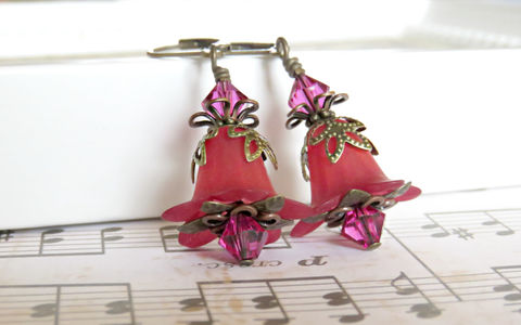 Merlot,Lucite,Flower,Earrings,,Hand,dyed,with,Fuchsia,Swarovski,Crystals,Jewelry,Earrings,lucite_flower,Lucite_earrings,flower_earrings,warm_colors,wine_color,hand_dyed_earrings,swarovski_crystals,vintage_earrings,vintage_chic,earrings,boho_chic_jewelry,floral_jewelry,fuchsia