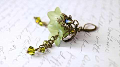 Lucite,Flower,Earrings,,Green,Vintage,Style,Earrings,Jewelry,green_flowers,flower_earrings,chic_earrings,romantic_earrings,romantic_jewelry,theartisangroup,torontoteam,onfireteam,green_earrings,brass_earrings,lucite_earrings,lucite_flowers,cottage_chic_jewelry