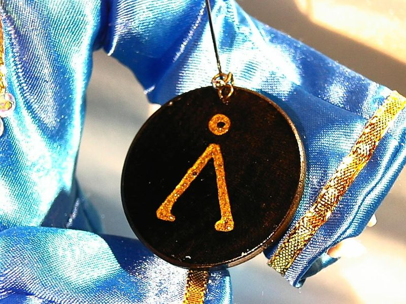 STARGATE LOVERS own an earth glyph painted in gold on a wooden pendant - product images  of