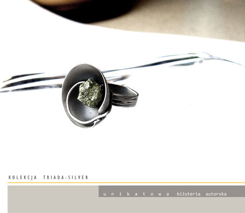 Andoya,|,SILVER,DISC,RING,With,PYRITE,Silver Disc Ring, pyrite ring, silver art jewellery