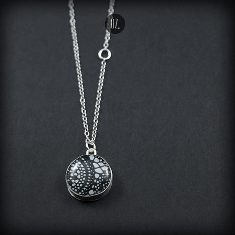 Black,Laces,|,SILVER,Pendant,With,Resin,resin pendant, silver jewellery shop London, silver necklace