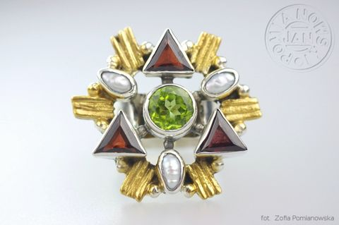 The,Colours,of,Magic,Collection,|,PERIDOT,,GARNET,&,PEARLS,RING,Peridot, Garnet & Pearls Ring, Silver peridot ring, handmade jewellery