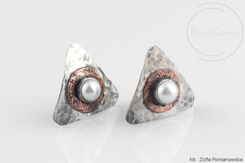TRIANGLE,SILVER,&,PEARL,STUD,EARRINGS,Triangle Silver Stud Earrings, pearl earrings, handmade jewellery