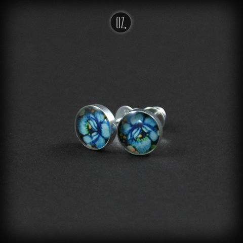 Mini,Sky,Lilly,|,SILVER,STUD,EARRINGS,Silver Stud Earrings, resin silver studs, bespoke jewellery