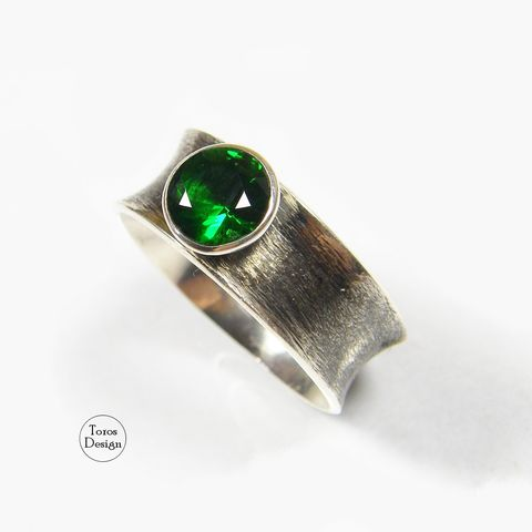 BAND,RING,With,EMERALD,GREEN,ZIRCON,Band Ring With Emerald Green Zircon, silver jewellery store
