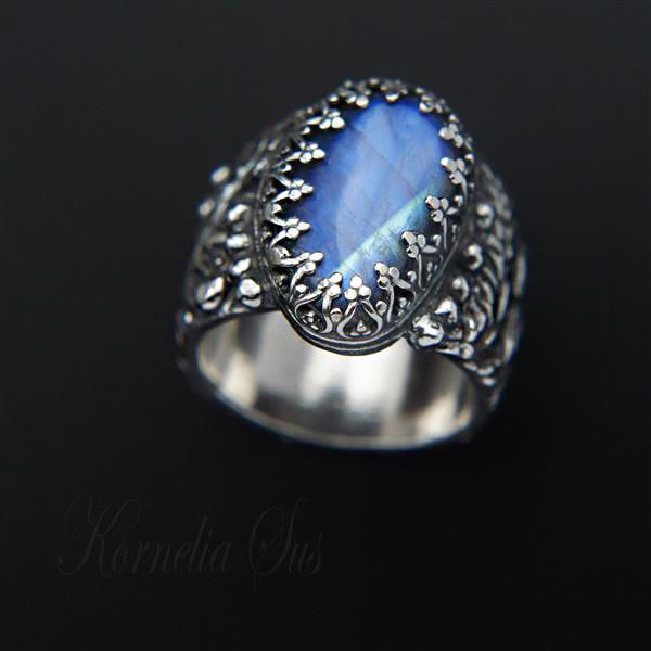 Moonlit Hill | SILVER MOONSTONE COCKTAIL RING - product images  of