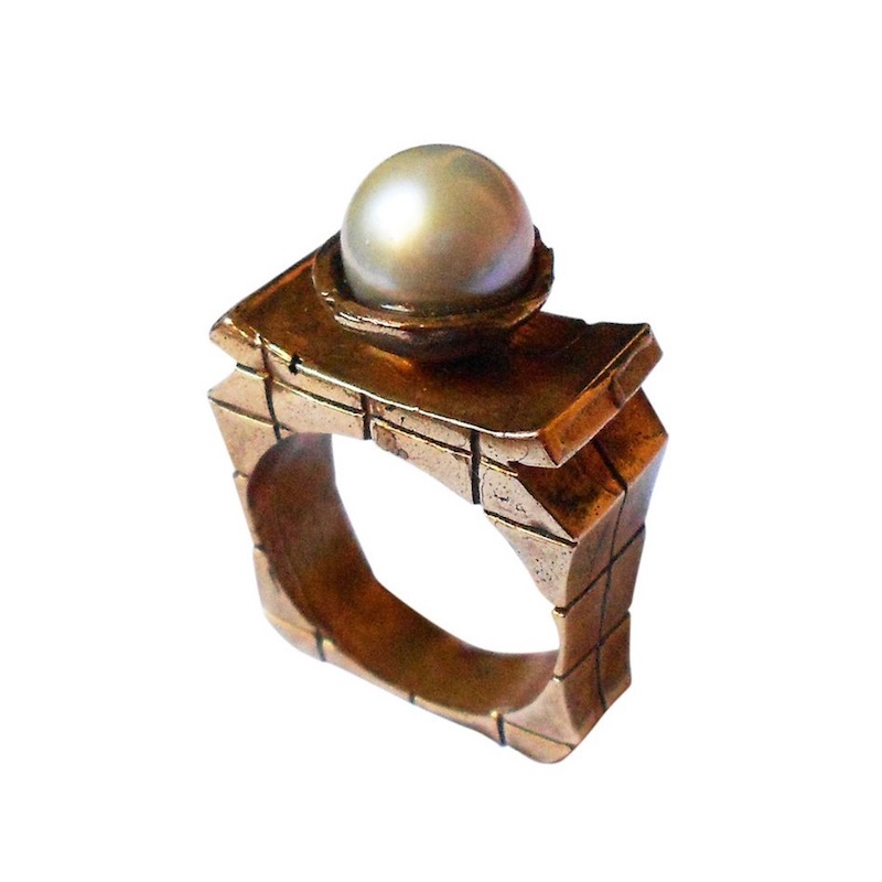 QUEEN | BRONZE RING WITH JAPANESE PEARL