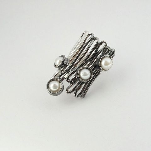 IM,II,|,Sterling,Silver,Ring,With,Pearl,Sterling Silver Ring, Pearl ring, jewellery shop London