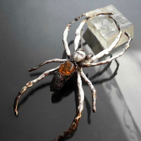 Dream,Spinner,|,Silver,&,Amber,Spider,Brooch,Silver spider Brooch, amber jewellery shop, artsy fashion