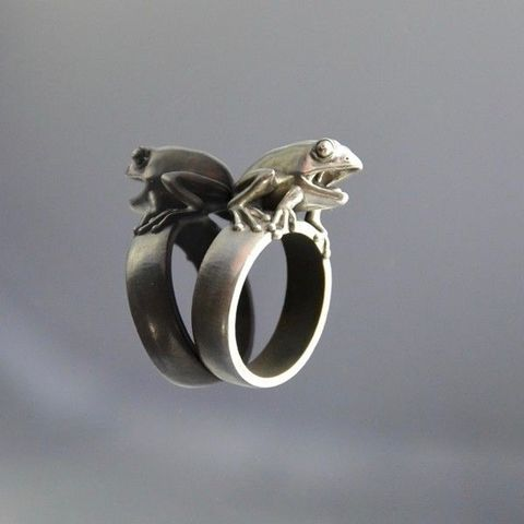 FROG,|,SILVER,Sculptured,RING,Silver Frog Ring, sculptured ring, bespoke silver jewellery, London jewellery gallery, jewellery London, designer jewellery, fine jewellery, fashion jewellery, unique jewellery, unusual jewellery, alternative jewellery, contemporary jewellery, modern jewe
