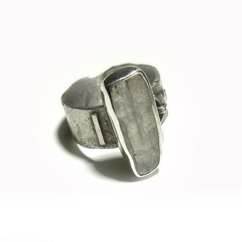 Raw,KUNZITE,SILVER,RING,kunzite ring, silver rings uk, handmade jewellery london