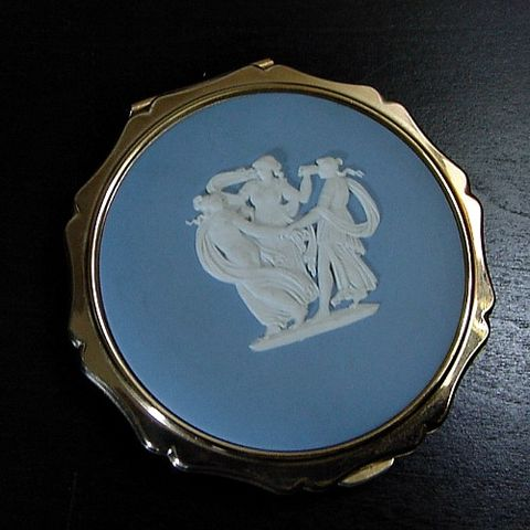 60s,Wedgwood,Three,Graces,Stratton,Compact,Vintage,Accessories,stratton,wedgwood,three_graces,blue,white,gold_tone,powder,puff,screen,collectible,1950s_50s,vfg,metal,ceramic, prettysweetvintage, sweetiepievintage, sweetie pie vintage