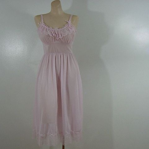 50s,Sweet,Lavender-ish,Van,Raalte,Gown,XS,/,S,Vintage,Clothing,Lingerie,van_raalte,1950s,lavender,pink,sheer,lace,romantic,gown,nightgown,vfg,nylon, pretty sweet vintage, sweetiepievintage, sweetie pie vintage, pleasurequeen