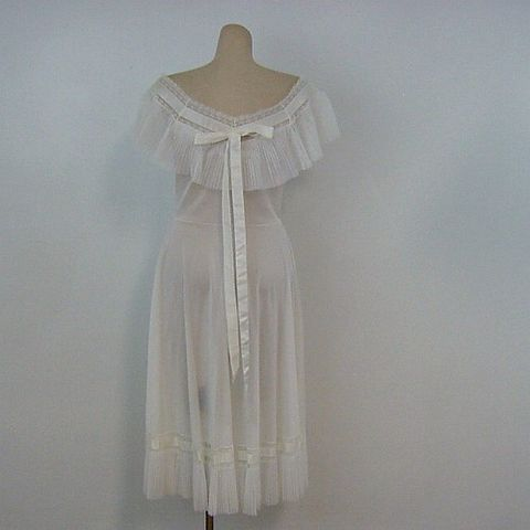 50s,White,Crystal,Vanity,Fair,Pleated,Gown,36b/27w,vintage, lingerie, 1950s, 50s, gown, nightgown, pleats, crystal pleats, sheer, white, ribbon, satin, gift, valentine's day, Vanity Fair, prettysweetvintage, sweetiepievintage, sweetie pie vintage, pleasurequeen