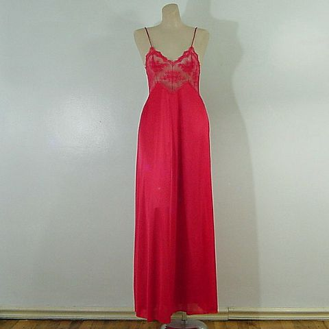 70s,80s,Romantic,Red,La,Femme,de,Vanity,Fair,Gown,32b,1980s, 80s, vintage, gown, long, vanity fair, pleasurequeen, la femme de vanity fair, unusual, collector, wispy, valentine, red, romantic, sexy, nightgown, prettysweetvintage, sweetiepievintage, sweetie pie vintage