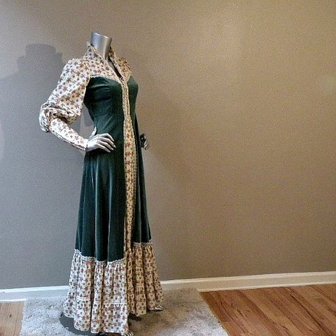 SALE,-,WAS,$108.00!,70s,80s,Scarborough,Faire,Dress,32b/27w,1970s, 70s, 1980s, 80s, vintage, dress, womens, maxi, long, Gunne Sax, Jessica's, floral, roses, pink, green, velvet, flounce, renaissance, princess, dramatic, holiday, prettysweetvintage, sweetiepievintage, sweetie pie vintage