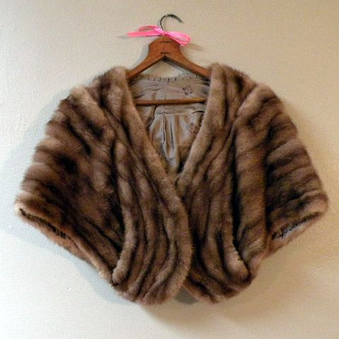50s,60s,High,Society,Mink,Cape,S,or,M,1950s, 50s, 1960s, 60s, vintage, fur, mink, blonde, golden, wheat, coat, cape, capelet, stole, mad men, playboy club, pan am, small, medium, prettysweetvintage, sweetie pie vintage, sweetiepievintage