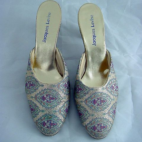 60s,70s,Jacques,Levine,Golden,Damask,Boudoir,Slippers,7.5,/,8,1960s, 60s, 1970s, 70s, vintage, Jacques Levine, golden, damask, metallic, boudoir, slippers, shoes, mules, cocktail, evening, classy, kitten heels, prettysweetvintage, sweetiepievintage, sweetie pie vintage, pleasurequeen