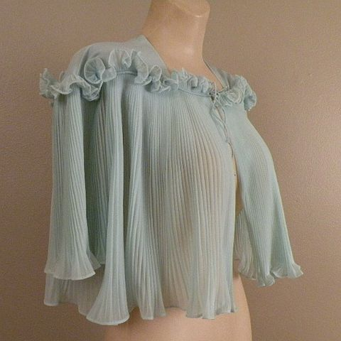 SALE!,50s,Sweet,Dreams,Vanity,Fair,Bed,Jacket,Medium,1950s, 50s, vintage, Vanity Fair, sea foam, aqua, blue, pleats, permanent, ruffle, nylon, tricot, gift, collectible, prettysweetvintage, sweetiepievintage, sweetie pie vintage