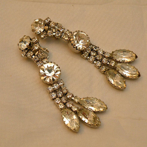 50s,Got,Rocks,Rhinestone,Ice,Dangle,Earrings,1950s, 50s, 1960s, 60s, vintage, jewelry, jewellery, earrings, clip back, rhinestones, silver, white, ice, clear, round, marquise, dangle, bling, sparkle