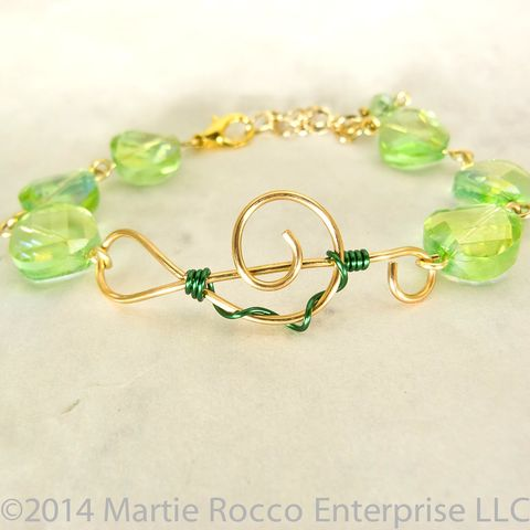 Gold,Treble,clef,music,bracelet,bright,green,faceted,aurora,glass,Gold Treble clef music bracelet bright green faceted aurora glass