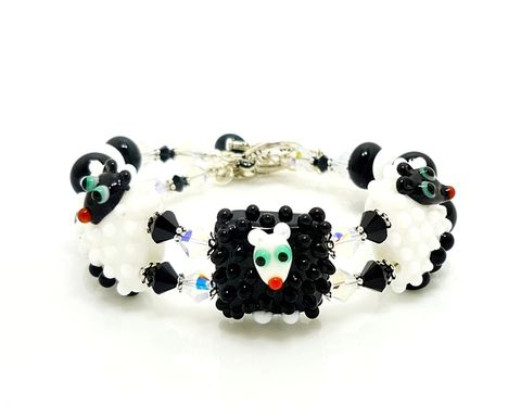 Beaded,Sheep,Bracelet,Handmade, Handcrafted, Lampwork, Glass, Bracelet, Jewelry, Beaded, Sheep, Farm Animals, Lampwork Bracelet, Lampwork Beaded Bracelet, Handmade Lampwork Jewelry, Beadz and More, Handcrafted Bead Jewelry