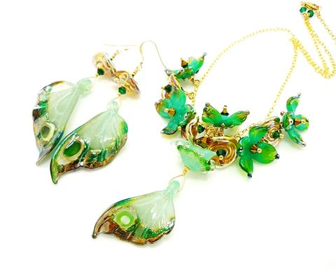 Green,Opalescent,Butterfly,Wing,Necklace,Earring,Set,Handmade, Handcrafted, Lampwork, Glass, Earrings, Jewelry, Monarch Butterfly, Butterfly Wings, Lampwork Earrings, Lampwork Glass Earrings, Handmade Lampwork Jewelry, Butterfly Wing Earrings, Butterfly Jewelry, Beadz and More, Animal Earrings