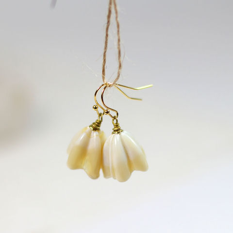Antique,Ivory,flower,lampwork,earrings,with,gold,french,wires,Antique Ivory flower lampwork earrings with gold french wires, bridemaids and flower girl gifts, Ivory flower lampwork earrings, flower girl gifts, Antique Ivory flower earrings, bridemaids gifts, Ivory lampwork flower earrings, lampwork Ivory flower earr