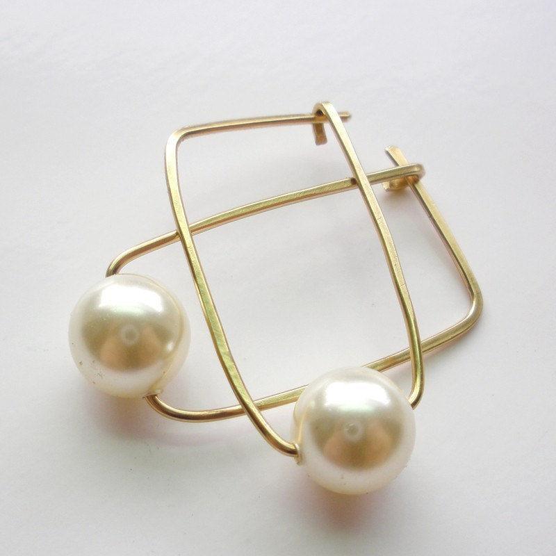 14k. gold pearl hoop earrings