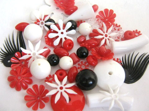Red,Black,White,Mix,Vintage,Lucite,Plastic,Bead,Assortment,Round,Flower,acrylic beads,red black white vintage beads,moonglow beads,old_plastic_beads,assorted_lucite_bead,vintage_bead_mixture,vintage_plastic_bead, vintage lucite beads,jewelry_making, bead store,Beads2string, bead supplies