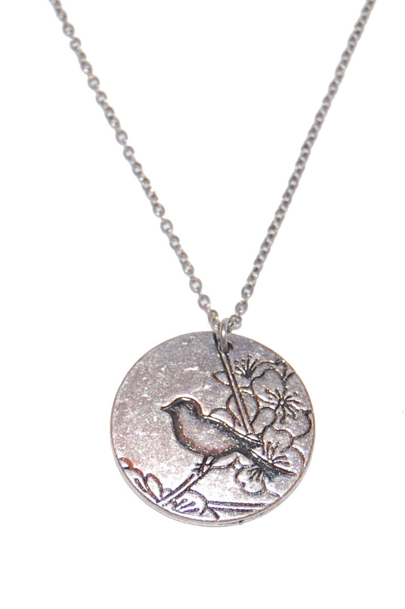 Vintage Style Engraved Bird Disk Pendant Necklace In