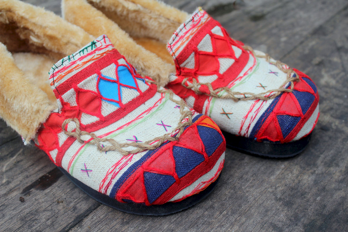Riley Womens Mocassin Slippers in Ivory Tribal Akha Embroidery ...