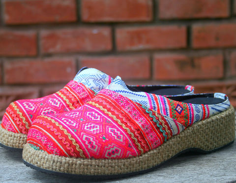 Women's,Clogs,Bright,Colorful,Batik,&,Embroidery,Hmong,Shoes,womens vegan Shoes,Womens pink clogs, Hmong shoes, Embroidered and Batik,Vegan,Wedge,Embroidered_Shoes,Embroidered_Clogs,7,womens_shoe,womens_clog,Embroidered,batik,cotton,rubber sole,Hmong embroidery