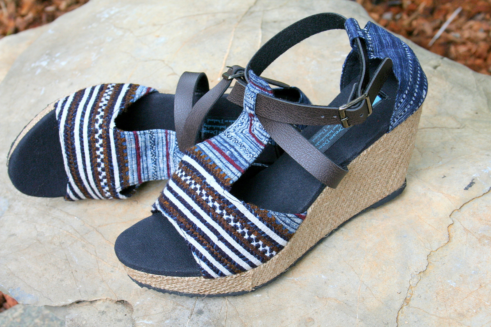 LEIGHANNA WOMENS VEGAN WEDGE HEEL SANDALS IN EARTHY HMONG EMBROIDERY