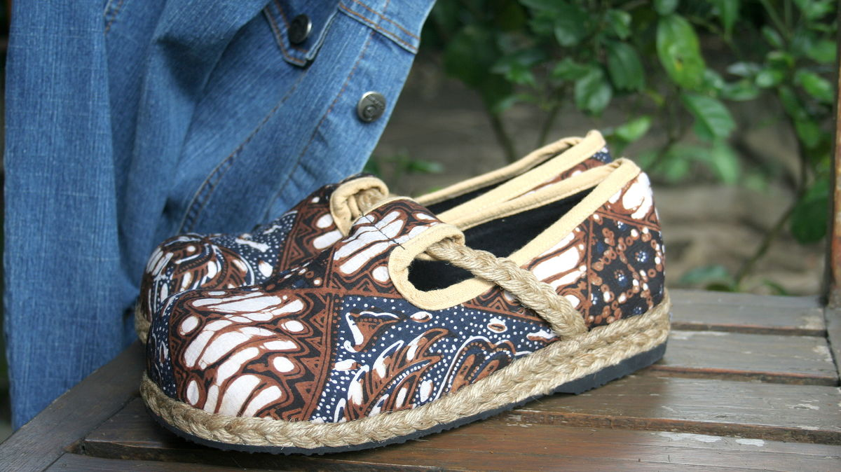 Casey - Women's Vegan Moccasin Shoe In Blue And Brown Jogjakarta Batik  - product images  of
